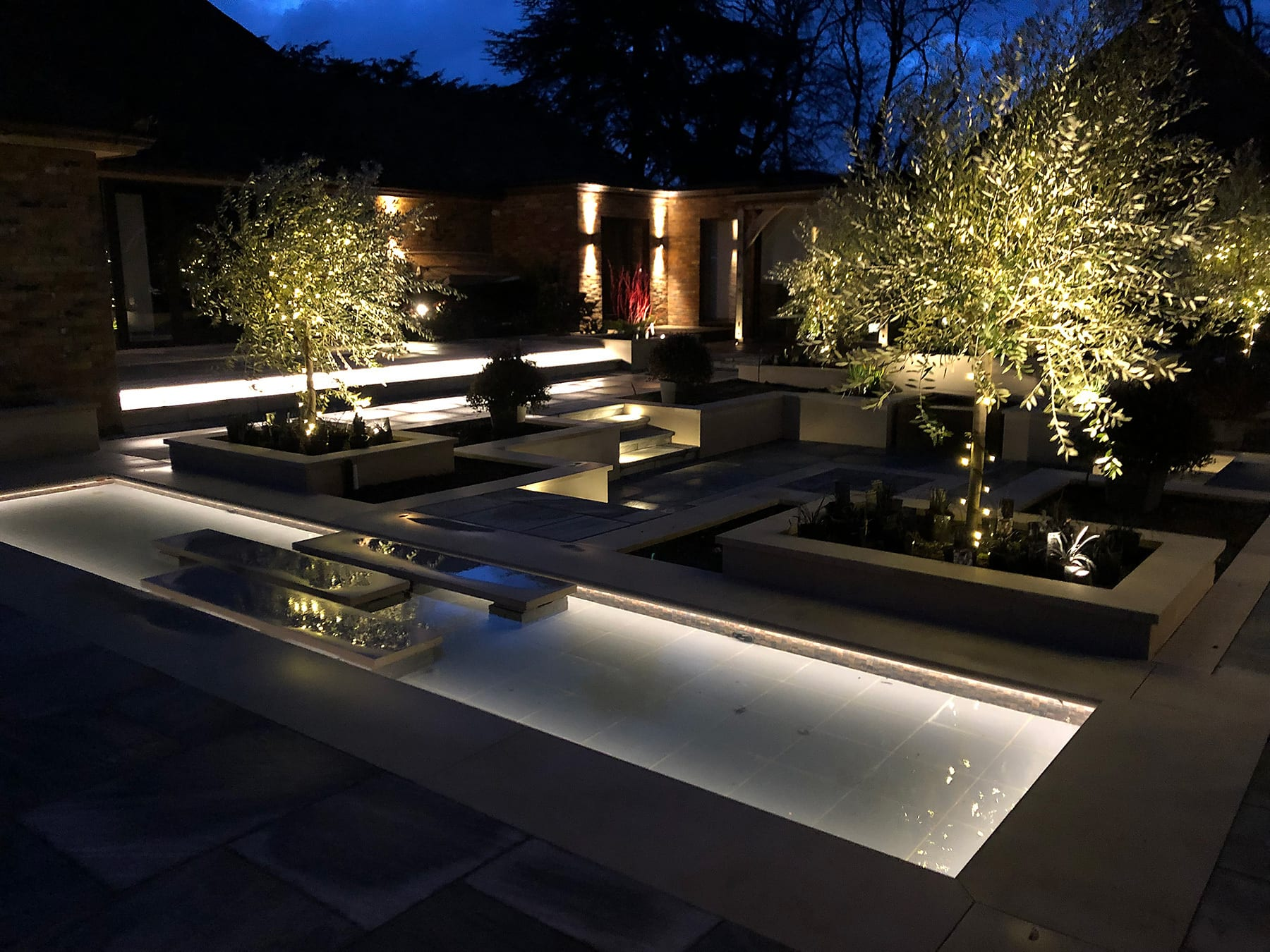 Ambient Garden And Pool Lighting For A Beautiful Harpenden Home Kingson Electrical