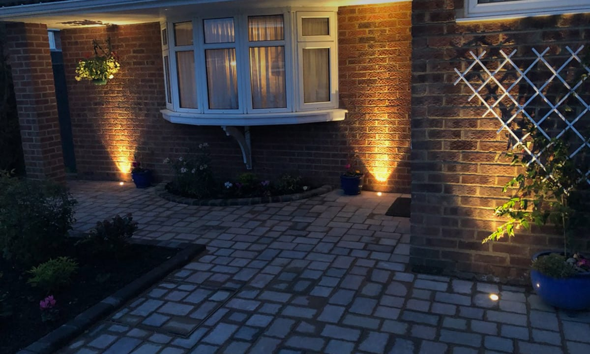 Residential outdoor 12v driveway lighting